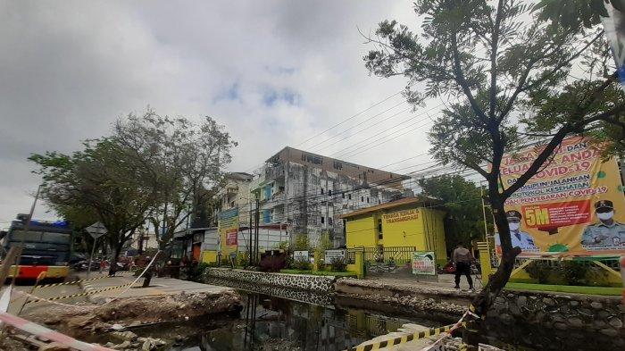 BREAKING NEWS: Kantor Disnakertrans Kalsel Dijaga Water Cannon Jelang Unras Buruh