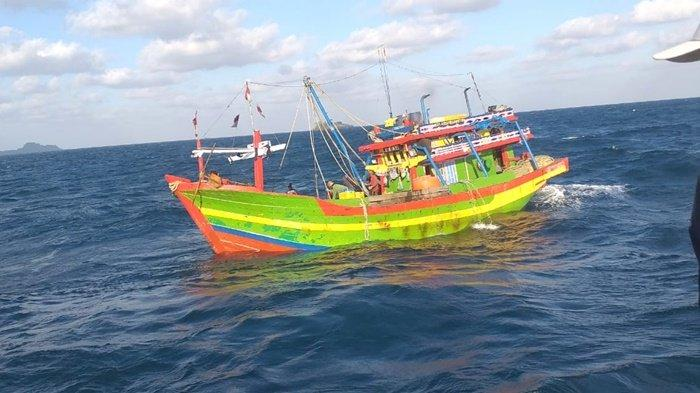 Tangkap Kapal Cantrang Beroprasi di Laut Kotabaru Kalsel, Petugas Amankan 100 Nelayan Jateng