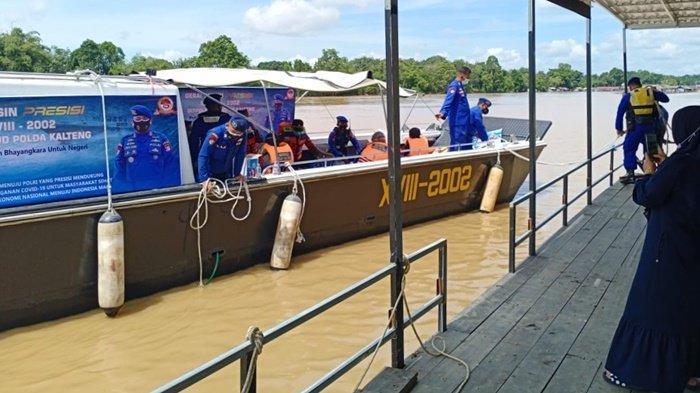 Polairud Kalteng Layani Vaksinasi Covid-19 Warga Bantaran Sungai Kahayan Palangkaraya
