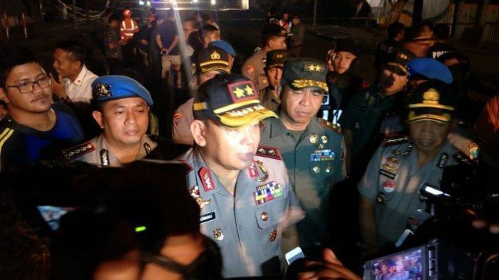 Polda Jatim Ambil Alih Kasus Jalan Ambles di Surabaya, 400 Dump Truck 24 Jam Angkut Pasir