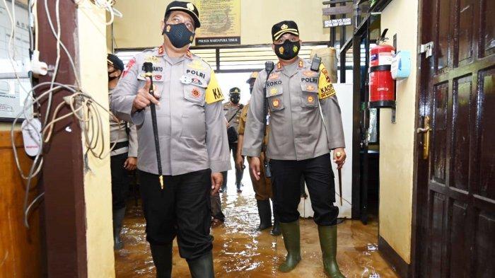 Kapolda Kalsel Tinjau Polsek dan Warga Terdampak Banjir di Kabupaten Banjar