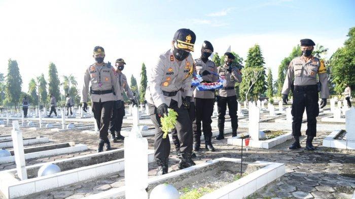 Jajaran Polda Kalsel Ziarah ke Makam Pahlawan, Irjen Nico Ajak Teladani Perjuangan ini