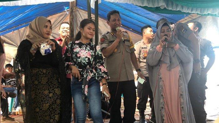 Kapolres Bikin Heboh Warga, Nyanyi Lagu Kereta Malam di Acara Kawinan di Desa Rampa Kotabaru