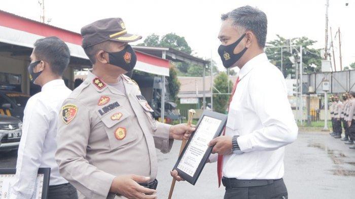 Tak Sampai 24 Jam Ungkap Kasus Pengeroyokan, 13 Personel Polres Tabalong Terima Penghargaan
