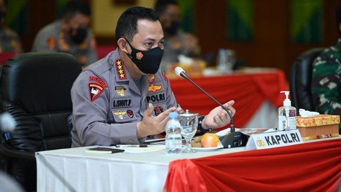 Kapolri Jenderal Polisi Listyo Sigit Prabowo bersama Panglima TNI Marsekal TNI Hadi Tjahjanto saat berada di Kalsel.