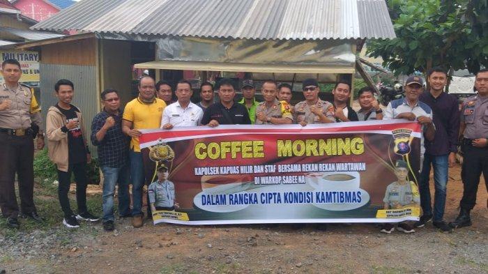 Kapolsek Kapuas Hilir Ajak Wartawan Nikmati Kopi Saring Khas Aceh di Warkop Sabee Na
