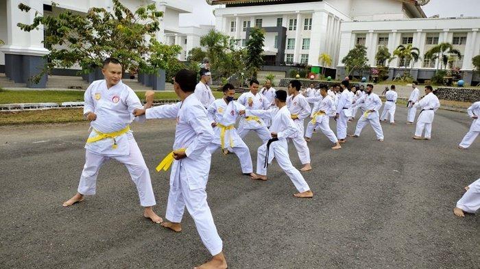 Karateka Satpol PP Damkar Kalsel Siap Ikut Kejurnas Lemkari