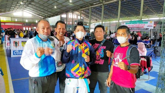 Popda Kalsel 2021, Karateka Banjarmasin M Rafli Yunanda Raih Medali Emas