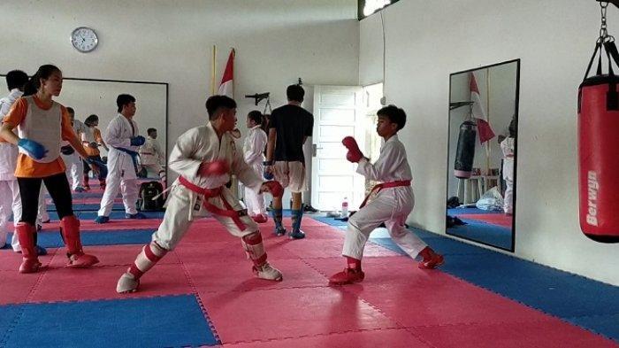 Latih Teknik, Fisik Hingga Mental, Karateka Banjarmasin Targetkan 3  Medali Emas di Popda Kalsel