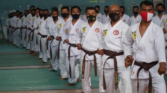 Dipimpin Dandim, 234 Karateka Kodim 1011/Kualakapuas Ikuti Ujian Kenaikan Tingkat