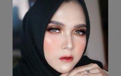 Model Cantik Banua Karenina Mulai Rambah Model Make Up