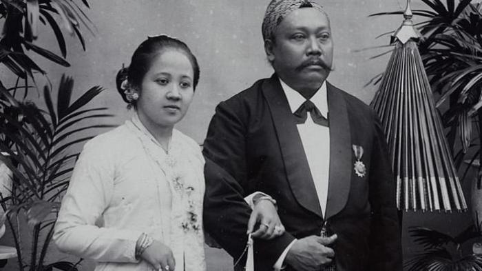 Kartini dan suaminya, Bupati Rembang K.R.M. Adipati Ario Singgih Djojo Adhiningrat.