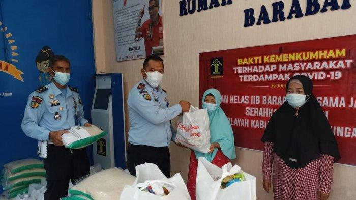 Karutan Barabai Salurkan 26 Paket Sembako Untuk Warga Sekitar Rutan Barabai