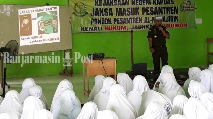 Tim Jaksa Masuk Pesantren Kejari Sambangi Ponpes Al Muhajirin Antang Kabupaten Kapuas