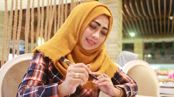 Hj Catherine Ambar Sari: Masker Lidah Buaya Cegah Flek Hitam