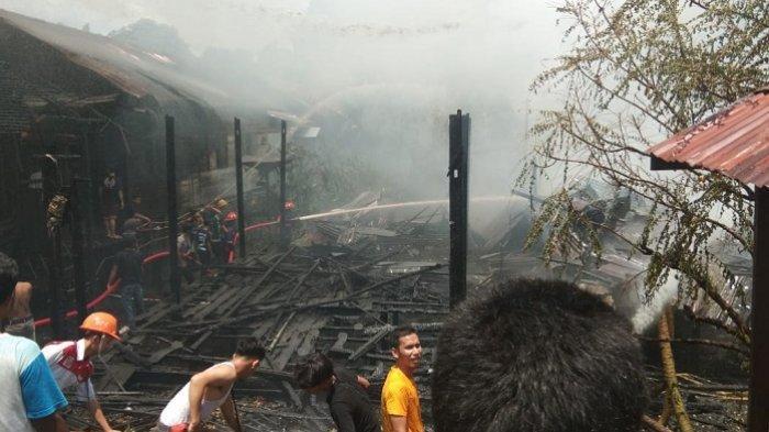 Kebakaran Gegerkan Muara Tapus HSU, Enam Bangunan Terbakar