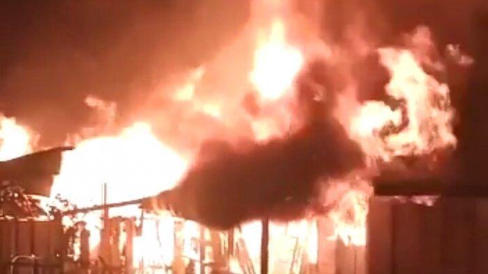 Kebakaran di Kalsel, Mess PT Silo Terbakar di Pulau Sebuku Kabupaten Kotabaru