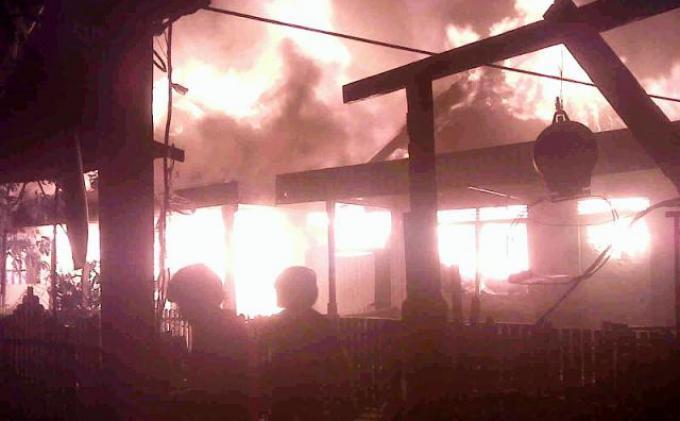 Saat Ini Kebakaran Melanda Pasar Martapura
