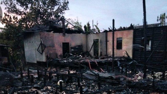 Kebakaran Kalsel, Beginilah kondisi rumah yang terbakar dilumat di jago merah di Desa Kintaplama, Jumat (14/5/2021) sore.