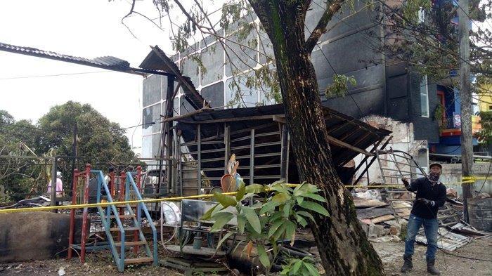 Kebakaran Kalsel, Empat Kios Kontrakan Ludes, Reskrim Polres Kotabaru Lakukan Penyelidikan