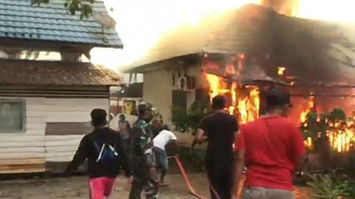 Kebakaran Kalsel, Rumah Dinas Bidan di Pagatan Tanbu Terbakar, Suami Luka Bakar saat Padamkan Api