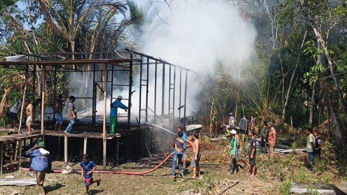 Kebakaran di Kalsel, kebakaran rumah di Desa Hariang Kecamatan Banua Lawas, Tabalong.