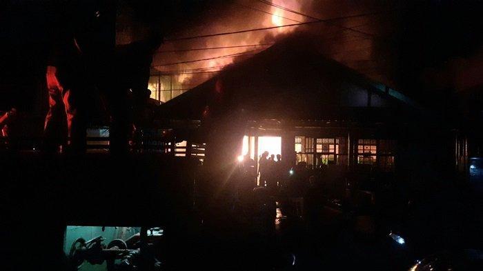 Kebakaran di Rumah Makan Padang Ombilin Kualakapuas Kalteng