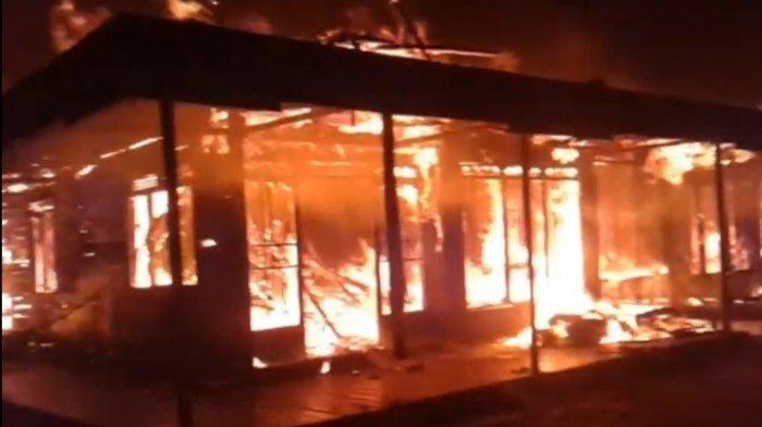Kebakaran di Kalsel, Api Mengamuk di Anjir Pasar Batola, Tiga Rumah Hangus Terbakar