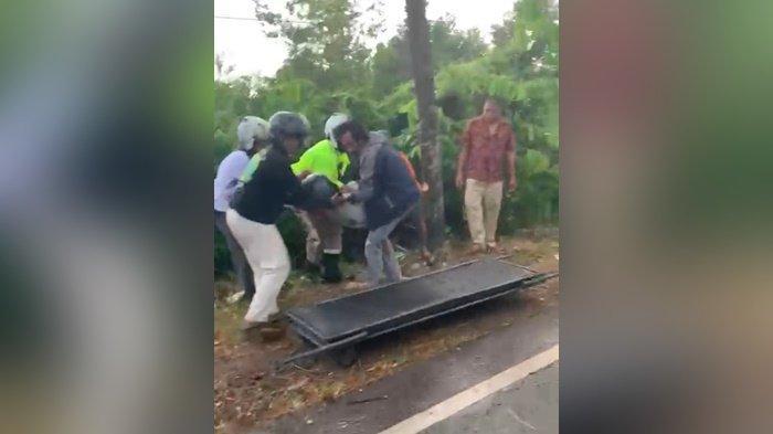 Kecelakaan di Kalsel, Kehilangan Kendali Saat Hujan, Pengendara Sepeda Motor Tabrak Pohon