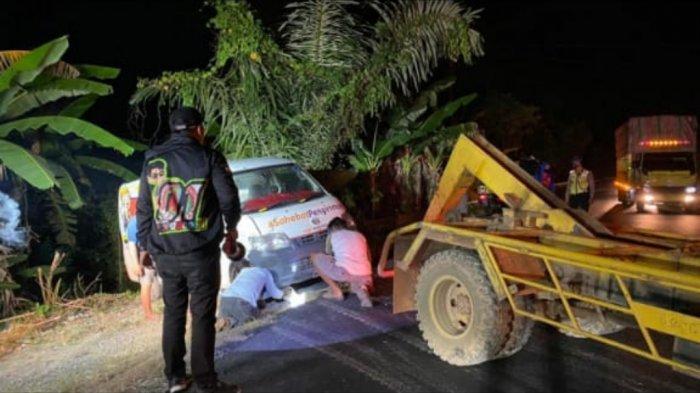 Kecelakaan Kalsel, Grand Max Blind Van Nyunsep ke Sisi Jalan Kecamatan Mataraman