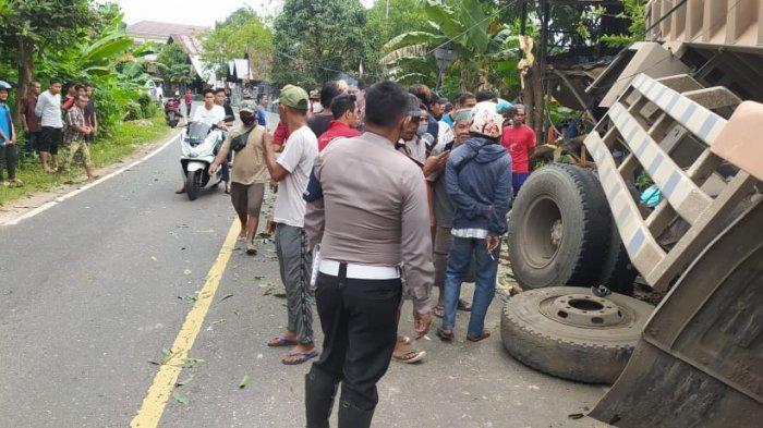 Sok Mobil Fuso Patah, Tabrak Dua Rumah di Amuntai HSU