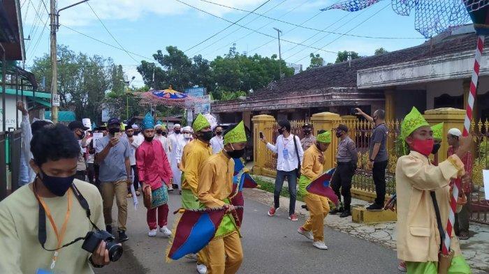 BREAKING NEWS - Pilkada Banjar 2020 Pertunjukkan Hadrah Iringi Andin dan Guru Oton ke KPU