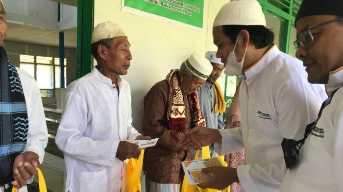 Jumat Berkah Berbagi, YN'S Center Datangi Masjid di Pulau Bromo Banjarmasin
