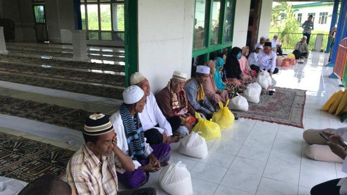 Kegiatan Jum at Berkah YN S Center di Masjid Byna Taqwa, Pulau Bromo, Jalan Byna harapan RT 5 Kelurahan Mantuil, Kecamatan Banjarmasin Selatan