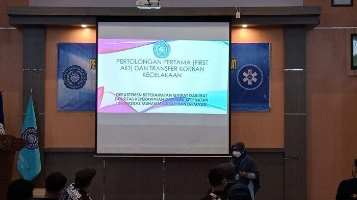Dosen Keperawatan Gawat Darurat FKIK UM Banjarmasin Latih Relawan Tangani Korban Kecelakaan