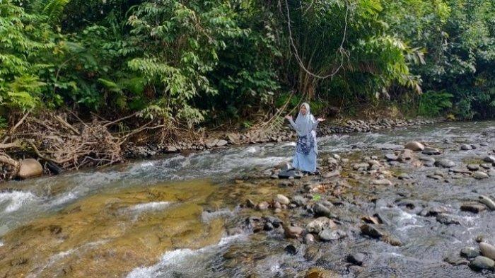 Wisata Kalsel :Serunya Bermain Pasir Sambil Menikmati Udara Sejuk di Desa Atiran HST