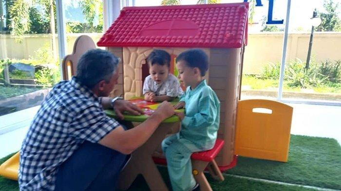 Keluarga Asal Turki Ini Betah Seharian di Perpustakaan Anak Dispersip Kalsel
