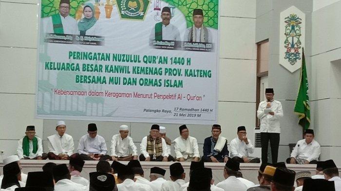 Keluarga besar aparatur sipil negara (ASN) Kantor Wilayah Kementerian Agama (Kemenag) Kalimantan Tengah, Selasa (21/5/2019) menggelar kegiatan Nuzulul Quran sekaligus acara berbuka puasa di aula Kantor Kemenag Kalteng.