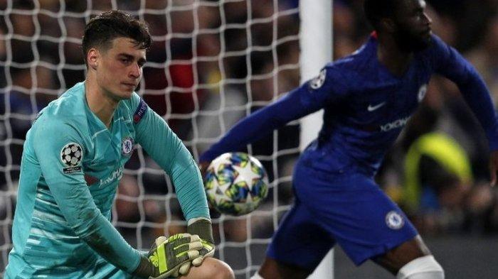 Kepa Arrizabalaga tampak kecewa seusai gawangnya kemasukan pada pertandingan Chelsea vs Ajax Amsterdam dalam lanjutan Liga Champions di Stadion Stamford Bridge, 5 November 2019.