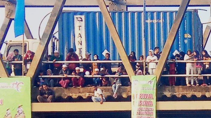 Kendaraan Padat Merayap di Jembatan Desa Sungai Pinang, Banyak Pengendara Balik Kanan