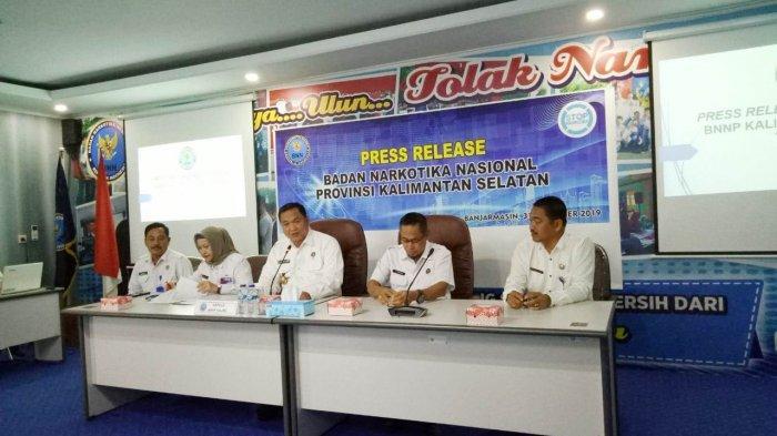 Dua Warga Kabupaten Hulu Sungai Tengah Ditangkap Petugas BNNP Kalsel, Ditemukan 6 Gram Sabu