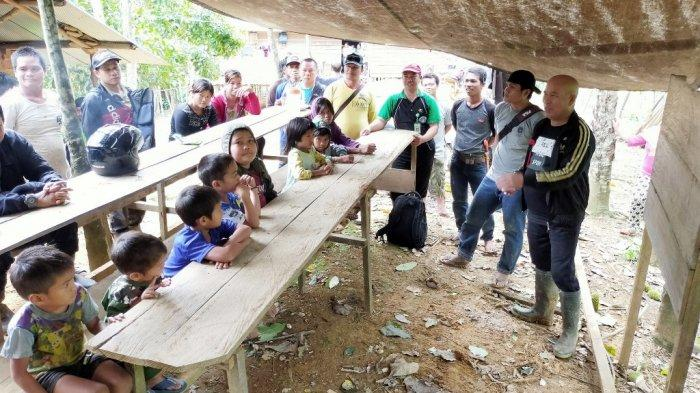 Belasan Anak Usia Belajar di Desa Ambatunin Balangan Enyam Pendidikan di Bawah Terpal