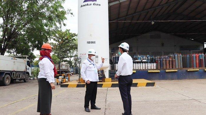 Kepala Dinas Perdagangan Provinsi Kalimantan Selatan (Kadisdag Kalsel), Birhasani, saat minta penjelasan dari perwakilan manajemen tentang distribusi oksigen.