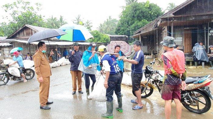 Kunjungi Pasar Lelang Karet, Dinas Pertanian Balangan Berinisiatif Bangun Pasar yang Layak