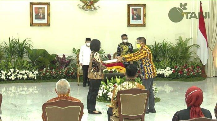 Kabupaten Kotabaru Terima Penghargaan Peringkat Pertama Ekspor Komoditas Pertanian Tertinggi