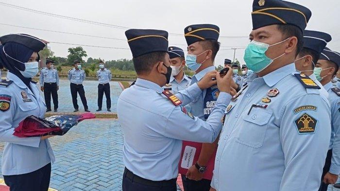 Kepala Lapas Kelas IIB Banjarbaru Kukuhkan Lima Personel Satops Patnal
