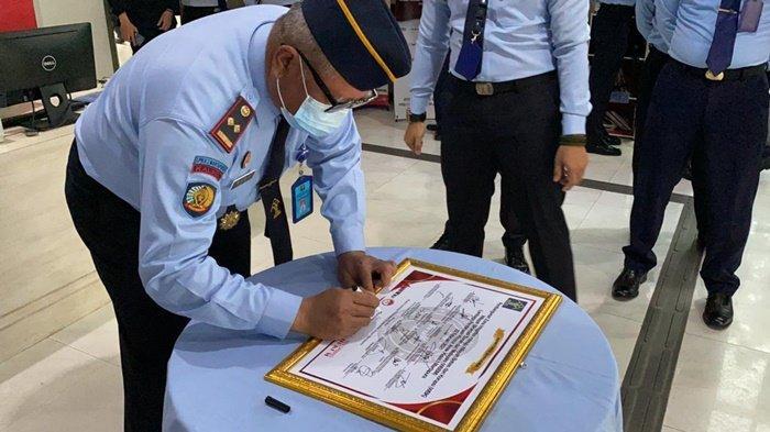 Komitmen Wujudkan WBK, Pegawai LPKA Martapura Tandatangani Fakta Integritas