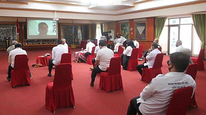 Kepala Satuan Kerja Perangkat Daerah (SKPD) dampingi Sekda Kabupaten Banjar saat ekspose pemulihan dampak ekonomi akibat pandemi Covid-19 di Mahligai Sultan Adam, Kota Martapura, Rabu (16/9/2020).