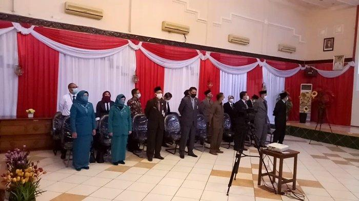 Kepala SKPD menghadiri pelantikan Bupati dan Wakil Bupati Kotabaru secara virtual di Setda Kotabaru, Kalimantan Selatan, Senin (26/4/2021).
