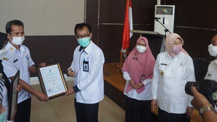 Enam Sekolah di Kabupaten Batola Dapat Penghargaan Keamanan Pangan dari BPOM